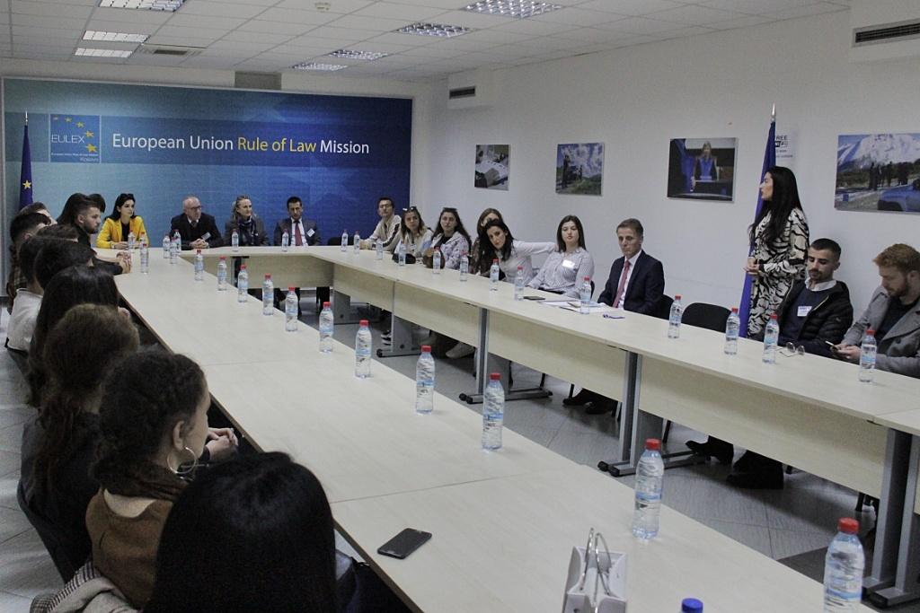 Pejë/Peć students visit EULEX